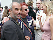 Alan Yentob and Nicky Haslam, Cy Twombly at the new Gagosian Gallery, Britannia St. 27 May 2004. ONE TIME USE ONLY - DO NOT ARCHIVE  © Copyright Photograph by Dafydd Jones 66 Stockwell Park Rd. London SW9 0DA Tel 020 7733 0108 www.dafjones.com