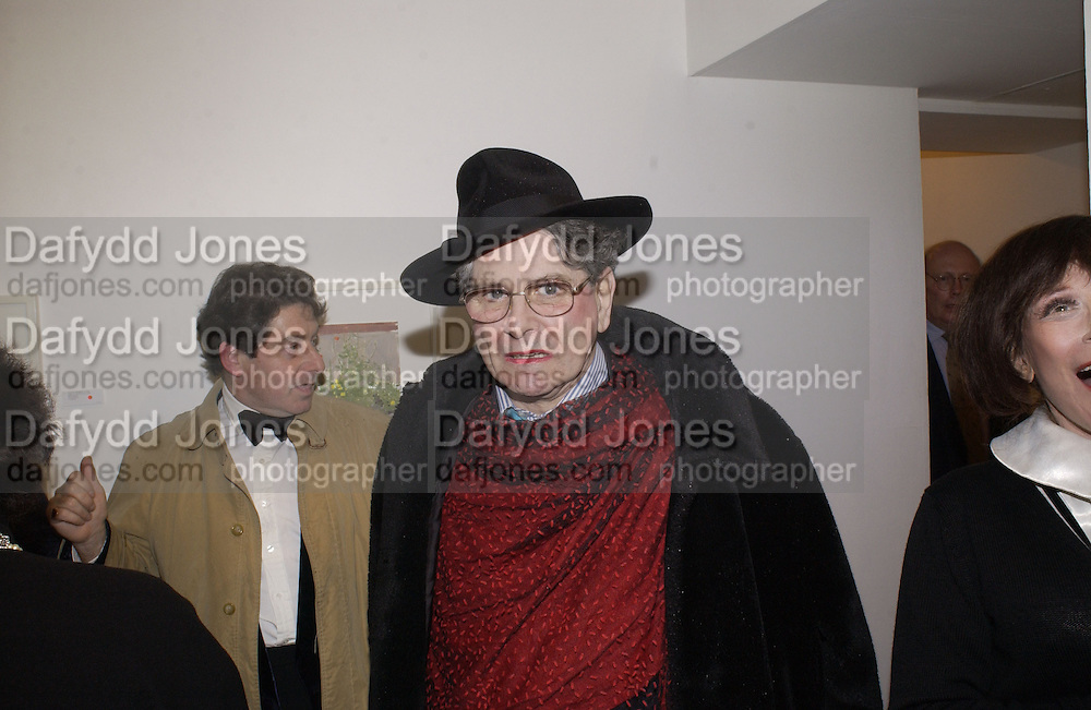 Andrew Barrow book party, Redfern Gallery, London. 20 November 2002. © Copyright Photograph by Dafydd Jones 66 Stockwell Park Rd. London SW9 0DA Tel 020 7733 0108 www.dafjones.com