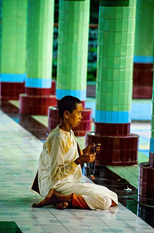 Buddhist nun meditating, Sun U Ponya Shin Pagoda, atop Sagaing Hill, Sagaing, near Mandalay, Burma (Myanmar)