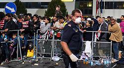15.09.2015, Heiligenkreuz im Lafnitztal, Burgenland, AUT, Am Abend überquerten etwa 500 Flüchtlinge die Grenze zwischen Ungarn und Österreich in kurzer Zeit. im Bild Flüchtlinge warten auf Busse // Refugees waiting for busses. At least 500 refugees crossing border on the evening of tuesday between hungary and austria at Heiligenkreuz im Lafnitztal in Burgenland on 2015/09/15, EXPA Pictures © 2015, PhotoCredit: EXPA/ Michael Gruber