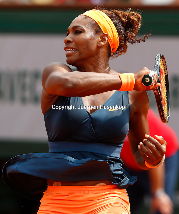 French Open 2013, Roland Garros,Paris,ITF Grand Slam Tennis Tournament, Damen Finale,<br /> Endspiel, Serena Williams (USA), Aktion,Einzelbild,Halbkoerper,Hochformat,
