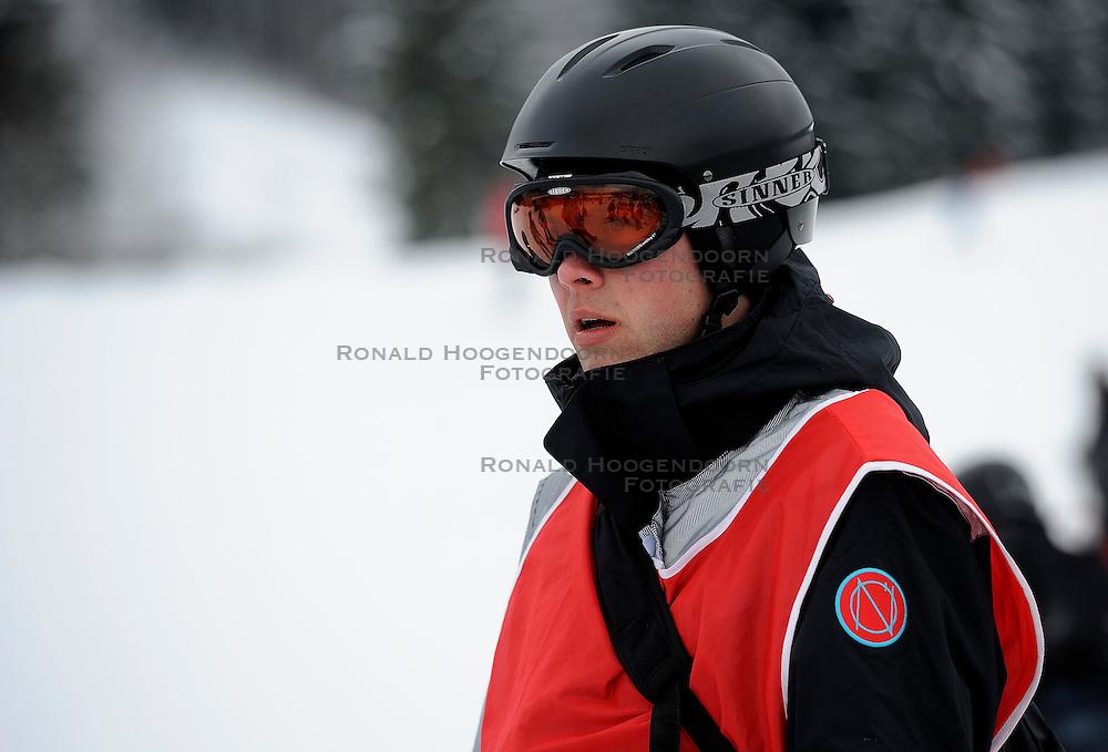 21-01-2011 ALGEMEEN: WINTERSPORTKAMP BVDGF: FLACHAU<br /> Het Wintersportkamp 2011 is een kamp voor 40 kinderen met diabetes type 1 in de leeftijd van 12 t/m 16 jaar  <br /> &copy;2011-WWW.FOTOHOOGENDOORN.NL