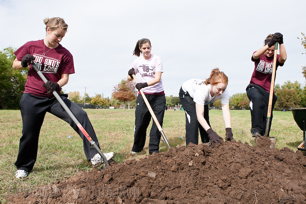 October 24, 2009: Oklahoma Chrisitian University athletes participate in Make a Difference Day in Edmond, Oklahoma.