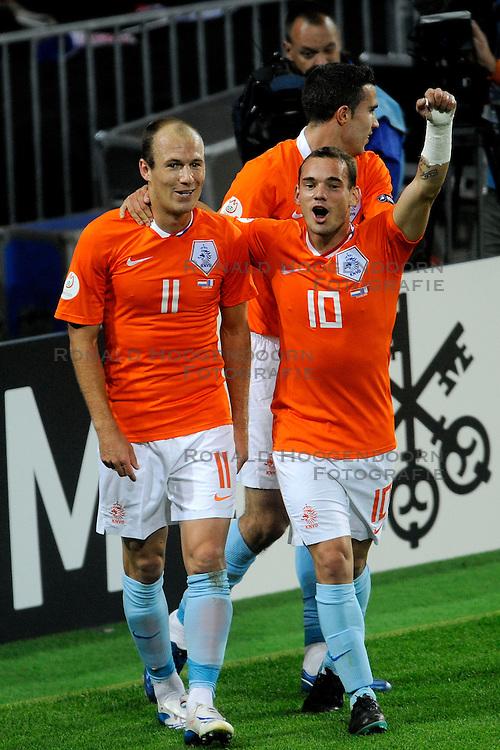 13-06-2008 VOETBAL: EURO 2008 NEDERLAND - FRANKRIJK: BERN <br /> Nederland wint met 4-1 van Frankrijk en plaatst zich als groepswinnaar voor de volgende ronde / Arjen Robben scoort de 3-1<br /> &copy;2008-WWW.FOTOHOOGENDOORN.NL