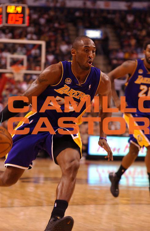 DESCRIZIONE : Toronto Campionato NBA 2007-2008 Toronto Raptors Los Angeles Lakers<br /> GIOCATORE : Kobe Bryant<br /> SQUADRA : Toronto Raptors Los Angeles Lakers<br /> EVENTO : Campionato NBA 2007-2008 <br /> GARA : Toronto Raptors Los Angeles Lakers<br /> DATA : 01/02/2008 <br /> CATEGORIA : palleggio<br /> SPORT : Pallacanestro <br /> AUTORE : Agenzia Ciamillo-Castoria/V.Keslassy<br /> Galleria : NBA 2007-2008 <br /> Fotonotizia : Toronto Campionato NBA 2007-2008 Toronto Raptors Los Angeles Lakers<br /> Predefinita :