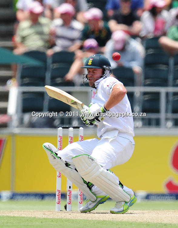 AB de Villiers of South Africa narrowly misses being hit by the ball <br /> &copy; Barry Aldworth/Backpagepix