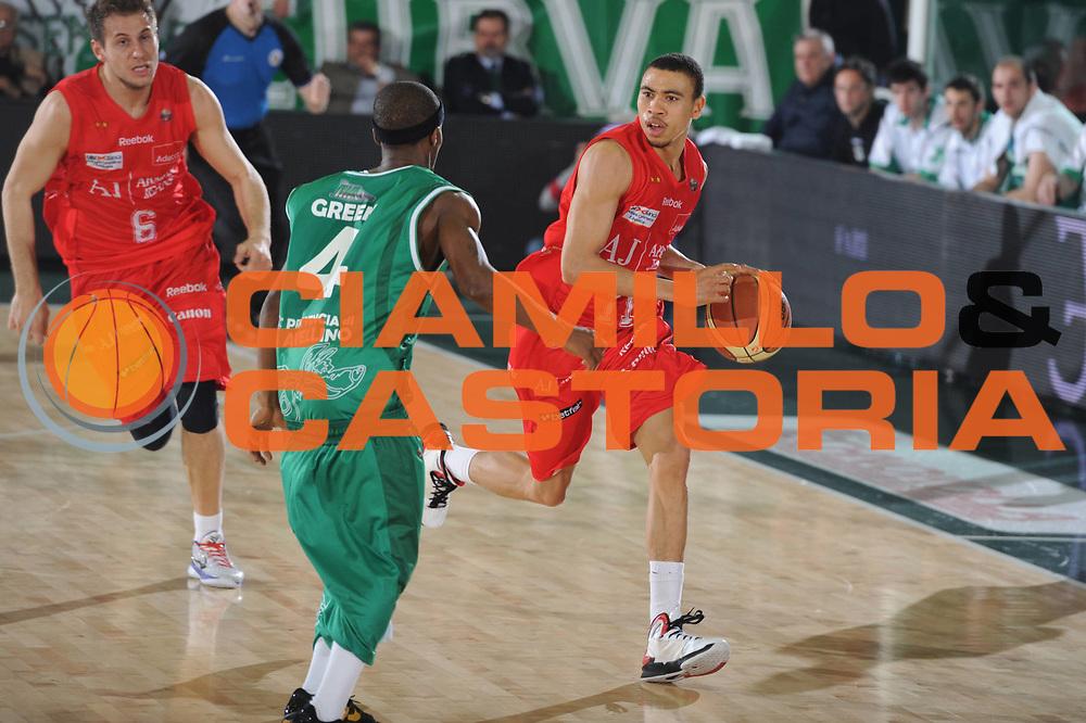 DESCRIZIONE : Avellino Lega A 2010-11 Air Avellino Armani Jeans Milano<br /> GIOCATORE : Ibrahim Jaaber<br /> SQUADRA : Armani Jeans Milano<br /> EVENTO : Campionato Lega A 2010-2011<br /> GARA : Air Avellino Armani Jeans Milano<br /> DATA : 03/04/2011<br /> CATEGORIA : palleggio<br /> SPORT : Pallacanestro<br /> AUTORE : Agenzia Ciamillo-Castoria/GiulioCiamillo<br /> Galleria : Lega Basket A 2010-2011<br /> Fotonotizia : Avellino Lega A 2010-11 Air Avellino Armani Jeans Milano<br /> Predefinita :