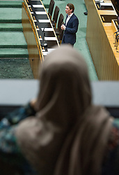 25.02.2015, Parlament, Wien, AUT, Parlament, 62. Nationalratssitzung, Sitzung des Nationalrates mit Vorlage eines neuen Islamgesetzes. im Bild Journalistin mit Kopftuch bobachtet die Sitzung mit Bundesminister für europaeische und internationale Angelegenheiten Sebastian Kurz (ÖVP) // female journalist with Islamic headscarf and Foreign Minister of Austria Sebastian Kurz (OeVP) during the 62nd meeting of the National Council of austria at austrian parliament in Vienna, Austria on 2015/02/25, EXPA Pictures © 2015, PhotoCredit: EXPA/ Michael Gruber