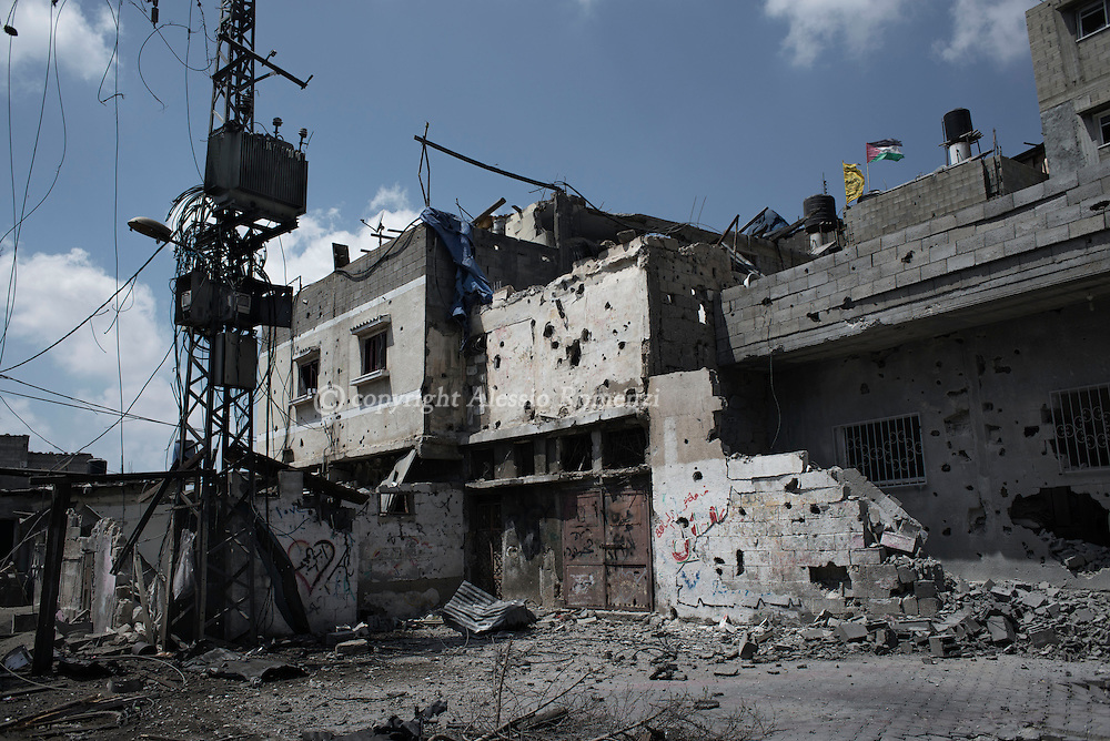 Gaza Strip, Gaza City: A damaged warehouse by  the Israeli attack on the Gaza's Shujaya district is seen during a humanitarian ceasefire admitted in Gaza proposed by the International Committee of the Red Cross by two hour. ALESSIO ROMENZI