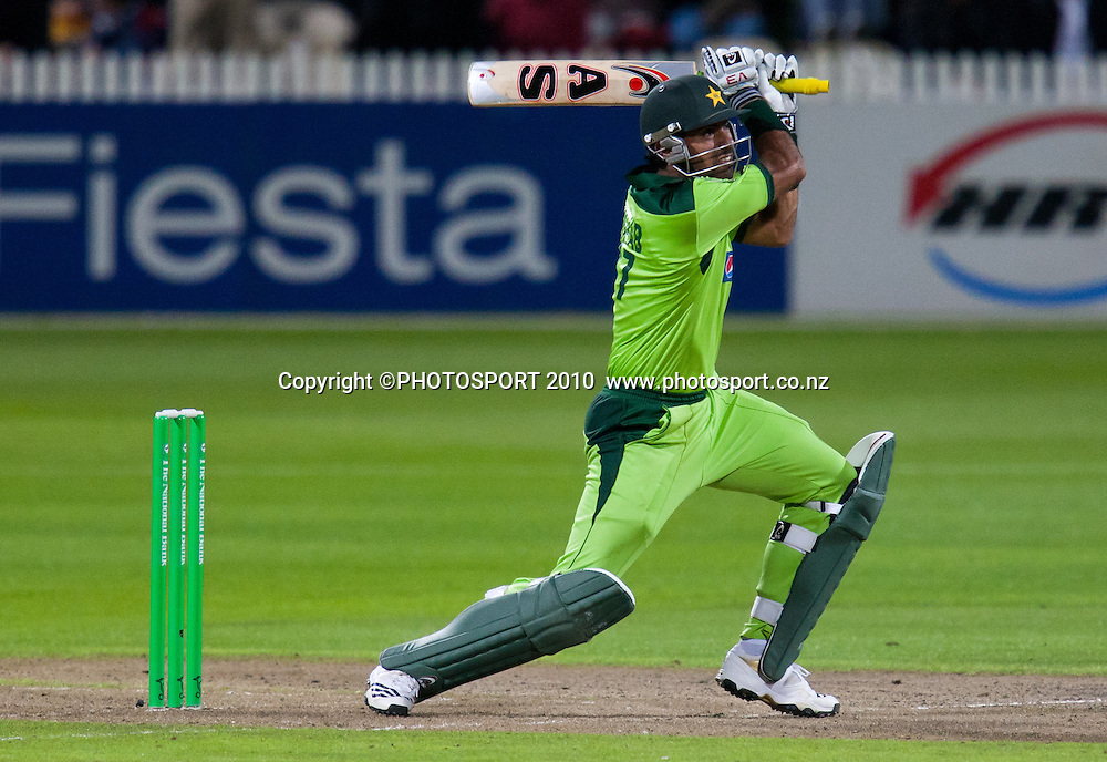 Wahab Riaz bats during New Zealand Black Caps v Pakistan, Match 2, won by NZ by 39 runs. Twenty 20 Cricket match at Seddon Park, Hamilton, New Zealand. Tuesday 28 December 2010. . Photo: Stephen Barker/PHOTOSPORT