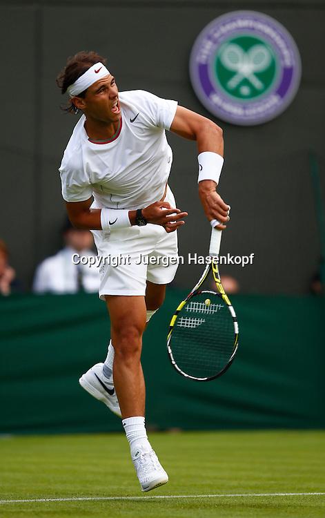 Wimbledon Championships 2013, AELTC,London,<br /> ITF Grand Slam Tennis Tournament, Rafael Nada (ESP),Aktion,Aufschlag,<br /> Einzelbild,Ganzkoerper,Hochformat,