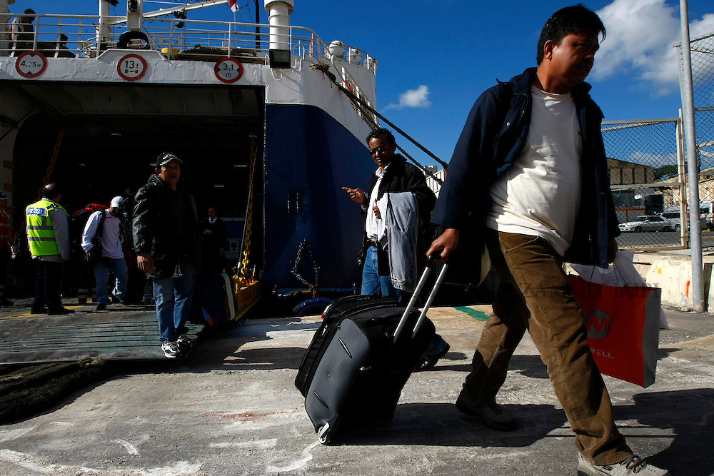 Filipino evacuees from Misurata in Libya disembark from the ferry MV Red Star One after arriving at Valletta's Grand Harbour March 6, 2011.  The Indian-chartered ferry arrived in Malta on Sunday morning carrying 301 passengers, mostly Indians but also including Filipino, British and Bangladeshi nationals...REUTERS/Darrin Zammit Lupi (MALTA)