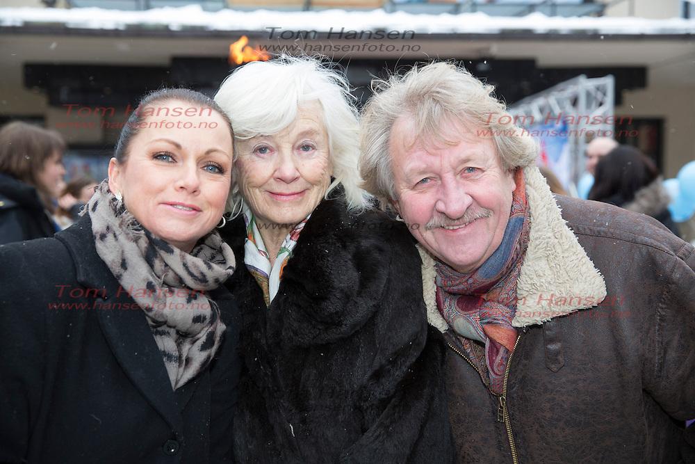OSLO,  20140119: Premiere på den norske filmsuksessen Karsten og Petra på Colosseum kino i Oslo. Hilde Lyrån med Ivar Nørve og kona Sigrun Enge.  FOTO: TOM HANSEN