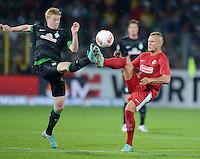 FUSSBALL   1. BUNDESLIGA   SAISON 2012/2013  5. SPIELTAG  26.09.2012 SC Freiburg - SV Werder Bremen Kevin De Bruyne (li, SV Werder Bremen) gegen Jonathan Schmid (SC Freiburg)