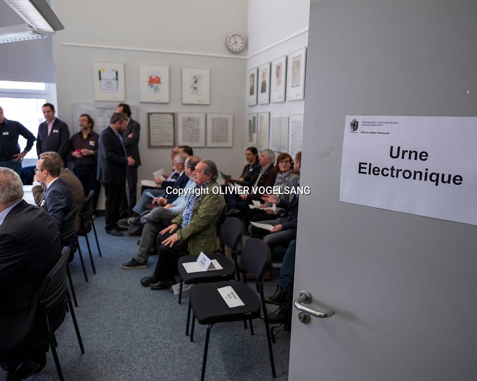 Genève, 15 avril 2018. Déchiffrement de l'urne électronique pour les élections cantonales genevoises. © Olivier Vogelsang