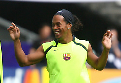 PARIS, FRANCE - TUESDAY, MAY 16th, 2006: FC Barcelona's Ronaldinho training ahead of the UEFA Champions League Final against Arsenal at the Stade de France. (Pic by David Rawcliffe/Propaganda)