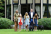 Koninklijke fotosessie 2016 op landgoed De Horsten ( het huis van de koninklijke familie)  in Wassenaar.<br /> <br /> Royal photoshoot 2016 at De Horsten estate (the home of the royal family) in Wassenaar.<br /> <br /> Op de foto / On the photo: <br /> <br />  Koning Willem-Alexander en koningin Maxima met de prinsesjes Amalia, Alexia en Ariane  <br /> <br /> King Willem-Alexander and Queen Maxima  with the princesses Amalia, Alexia and Ariane