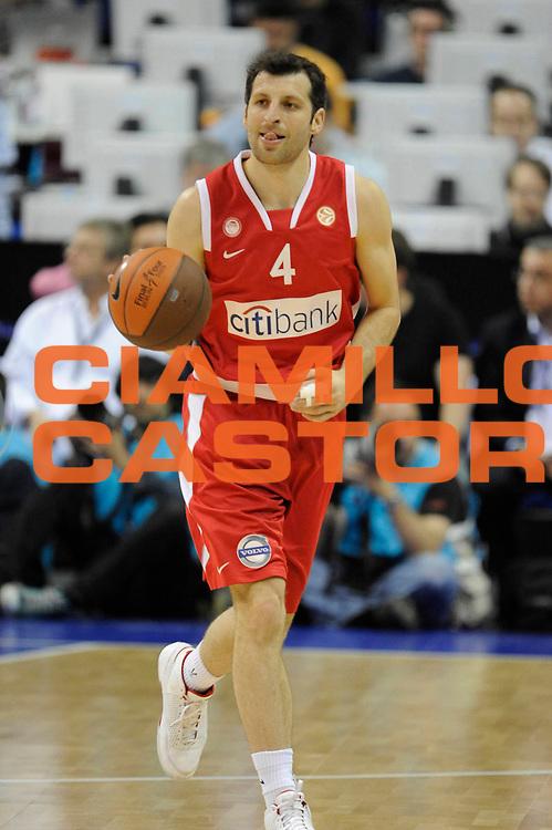 DESCRIZIONE : Berlino Eurolega 2008-09 Final Four Finale 3-4 posto Olympiacos Piraeus Regal Barcellona <br /> GIOCATORE : Theodoros Papaloukas <br /> SQUADRA : Olympiacos Piraeus <br /> EVENTO : Eurolega 2008-2009 <br /> GARA : Olympiacos Piraeus Regal Barcellona <br /> DATA : 03/05/2009 <br /> CATEGORIA : Palleggio<br /> SPORT : Pallacanestro <br /> AUTORE : Agenzia Ciamillo-Castoria/G.Ciamillo