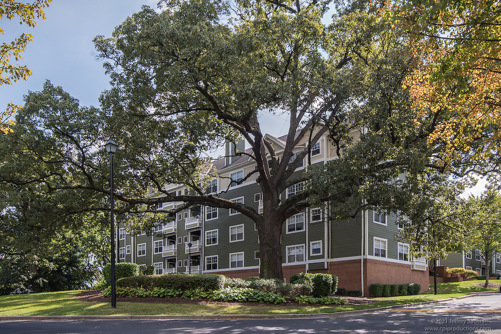 Alexandria VA exterior image of Windsor at Arbors Apartments by Jeffrey Sauers of Commercial Photographics, Architectural Photo Artistry in Washington DC, Virginia to Florida and PA to New England