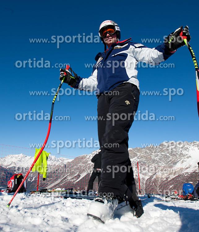 27.12.2011, Pista Stelvio, Bormio, ITA, FIS Weltcup Ski Alpin, Herren, Abfahrt, 1. Training, im Bild am Start Beat Feuz (SUI) // Beat Feuz of Switzerland at the start before first practice session downhill of FIS Ski Alpine World Cup at 'Pista Stelvio' in Bormio, Italy on 2011/12/27. EXPA Pictures © 2011, PhotoCredit: EXPA/ Johann Groder