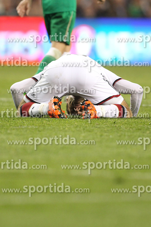08.10.2015, Avia Stadium, Dublin, IRL, UEFA Euro Qualifikation, Irland vs Deutschland, Gruppe D, im Bild Thomas Mueller (Bayern Muenchen #13) enttaeuscht am Boden // during the UEFA EURO 2016 qualifier group D match between Ireland and Germany at the Avia Stadium in Dublin, Ireland on 2015/10/08. EXPA Pictures &copy; 2015, PhotoCredit: EXPA/ Eibner-Pressefoto/ Risto Bozovic<br /> <br /> *****ATTENTION - OUT of GER*****