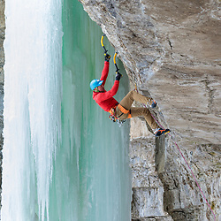 Aaron Mulkey mixed climbing Devil's Doorbell behind Ramshorn in Pilot Creek, Wyoming