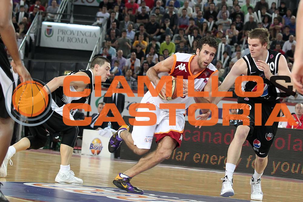 DESCRIZIONE : Roma Lega A 2009-10 Playoff Quarti di Finale Gara 3 Lottomatica Virtus Roma Pepsi Caserta <br /> GIOCATORE : Luigi Datome<br /> SQUADRA : Lottomatica Virtus Roma<br /> EVENTO : Campionato Lega A 2009-2010 <br /> GARA : Lottomatica Virtus Roma Pepsi Caserta<br /> DATA : 25/05/2010<br /> CATEGORIA : palleggio<br /> SPORT : Pallacanestro <br /> AUTORE : Agenzia Ciamillo-Castoria/ElioCastoria<br /> Galleria : Lega Basket A 2009-2010 <br /> Fotonotizia : Roma Lega A 2009-10 Playoff Quarti di Finale Gara 3 Lottomatica Virtus Roma Pepsi Caserta <br /> Predefinita :