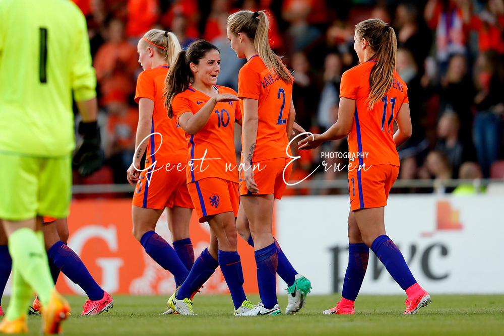 13-06-2017 VOETBAL:ORANJE VROUWEN-OOSTENRIJK:DEVENTER<br /> <br /> De oranje leeuwinnen wonnen met 3-0 van Oostenrijk in de Adelaarshorst in Deventer<br /> <br /> Lieke Martens van Oranje Leeuwinnen (Holland Women) viert haar treffer met Danielle van de Donk van Oranje Leeuwinnen (Holland Women) en Desiree van Lunteren van Oranje Leeuwinnen (Holland Women) <br /> <br /> Foto: Geert van Erven