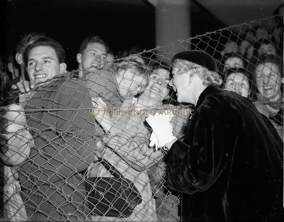 "16/11/1952<br /> 11/16/1952<br /> 16 November 1952<br /> Miss Betty Hutton, American stage, film and television star at Collinstown Airport (Dublin Airport). The film ""Sailor Beware"" in which she had a cameo role was running in Dublin cinemas at this time."