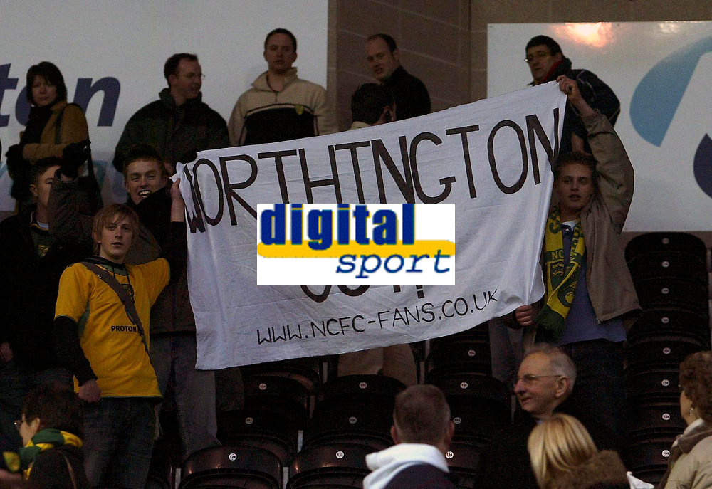 Photo: Andrew Unwin.<br />Hull v Norwich City. Coca Cola Championship. 11/02/2006.<br />Despite their late equaliser some Norwich fans call for the sacking of the manager, Nigel Worthington.