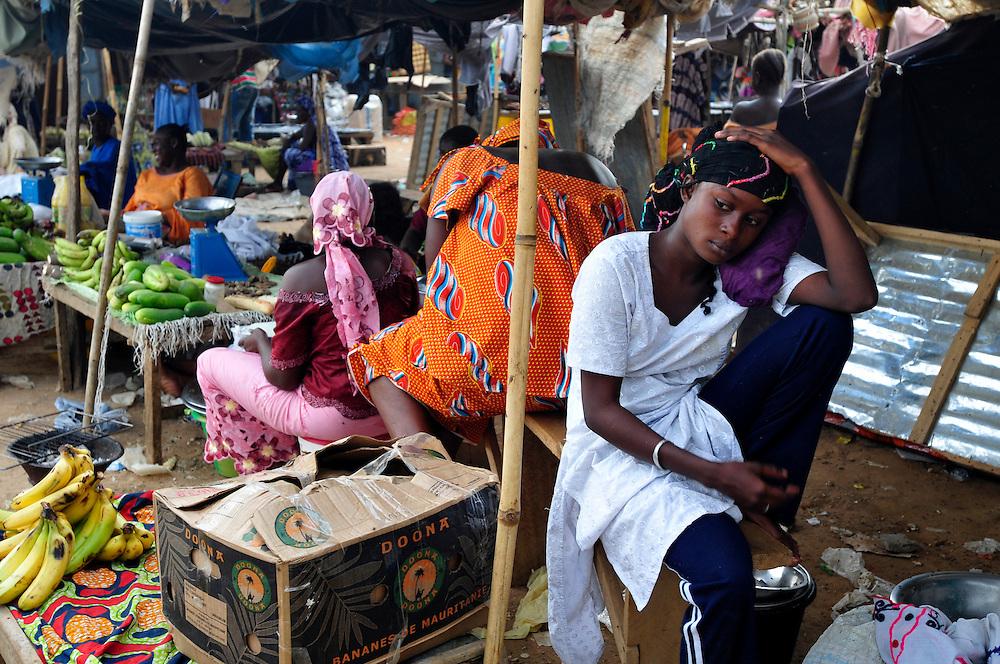 Le marché dans la place centrale de Sélibaby..Sélibaby, Mauritanie. 06/09/2010..Photo Š J.B. Russell