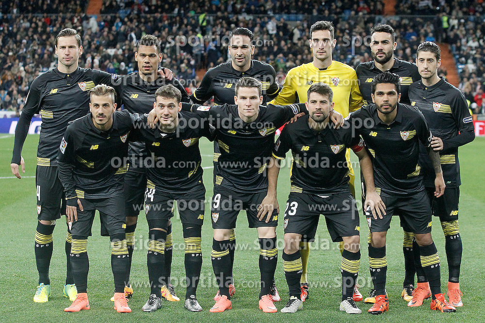 20.03.2016, Estadio Santiago Bernabeu, Madrid, ESP, Primera Division, Real Madrid vs Sevilla FC, 30. Runde, im Bild Sevilla's team photo // during the Spanish Primera Division 30th round match between Real Madrid and Sevilla FC at the Estadio Santiago Bernabeu in Madrid, Spain on 2016/03/20. EXPA Pictures &copy; 2016, PhotoCredit: EXPA/ Alterphotos/ Acero<br /> <br /> *****ATTENTION - OUT of ESP, SUI*****