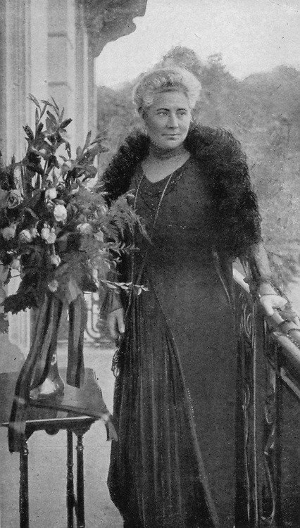 World War I 1914-1918: Madame Carton de Wiart, wife of the Belgian Minister of Justice imprisioned in Germany,  arriving in Switzerland after her release.   From  'Le Flambeau', Paris, 18 September 1915.
