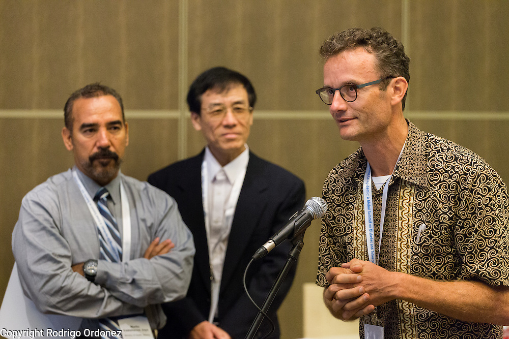 Dr Reinout van Crevel, Infectious Disease Specialist for the TANDEM consortium (right), asks a question at the global summit on diabetes and tuberculosis in Bali, Indonesia, on November 3, 2015.<br /> The increasing interaction of TB and diabetes is projected to become a major public health issue.&nbsp;The summit gathered a hundred public health officials, leading researchers, civil society representatives and business and technology leaders, who committed to take action to stop this double threat. (Photo: Rodrigo Ordonez for The Union)