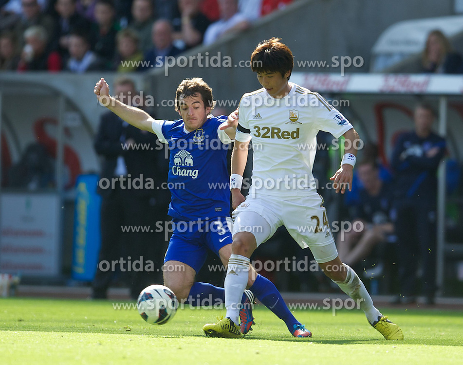 22.09.2012, Liberty Stadion, Swansea, ENG, Premier League, Swansea City vs FC Everton, 5. Runde, im Bild Everton's Leighton Baines in action against Swansea City's Ki Sung-Yeung during the English Premier League 5th round match between Swansea City AFC and Everton FC at the Liberty Stadium, Swansea, Great Britain on 2012/09/22. EXPA Pictures © 2012, PhotoCredit: EXPA/ Propagandaphoto/ David Rawcliff..***** ATTENTION - OUT OF ENG, GBR, UK *****