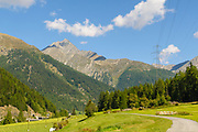 Susch (or Sus) Zernez, municipality in the district of Inn in the Swiss canton of Graubünden.