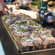 NLD/Amersfoort/20180830 - Boekpresentatie van Nicky Opheij  'On a Mission', Toast met makreelsalade