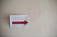 Napoli, Italia - febbraio 2015. Una veduta dell'entrata molto spartana dell'atelier della storica sartoria teatrale napoletana Canzanella. Al suo interno sono conservati alcuni tra i pi&ugrave; prestigiosi costumi di scena del teatro e cinema italiano. Vincenzo Canzanella &egrave; famoso in tutto il mondo per i suoi costumi teatrali. Le sue creazioni sono state indossate da Maria Callas, Sofia Loren, Claudia Cardinale, Eduardo De Filippo, Ingrid Bergman. Da qualche anno la storica sartoria &egrave; in crisi. A napoli, citt&agrave; di grandi teatri come il San Carlo, non &quot;si produce pi&ugrave; niente&quot; afferma Canzanella. L'atelier &egrave; stato da qualche mese spostato dal quartiere Pallonetto a Piazza Mercato in modo da poter affrontare costi di affitto pi&ugrave; contenuti. Vincenzo Canzanella &egrave; un esempio lampante di eccellenza artigianale italiana che troppo facilemte e finita nel dimenticatoio.<br /> Ph. Roberto Salomone