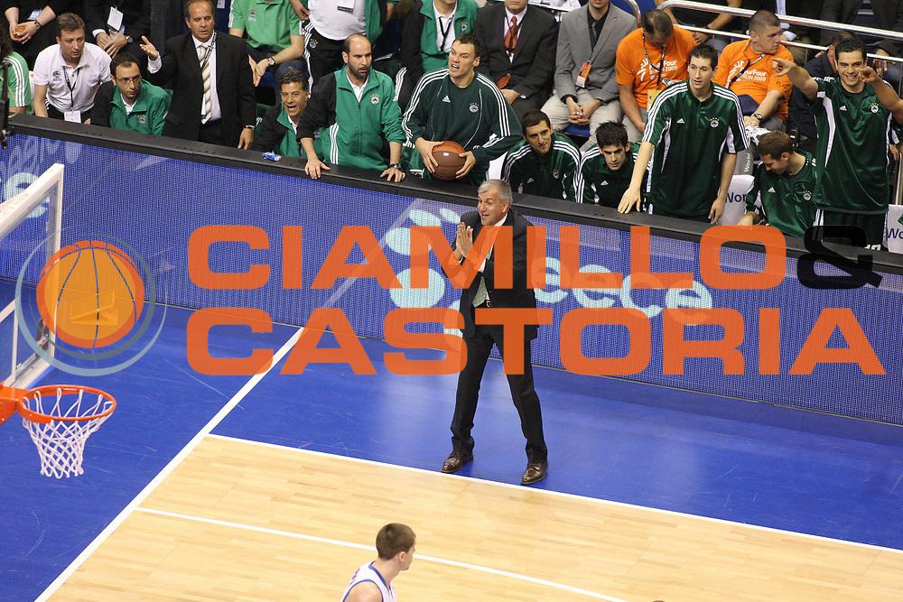 DESCRIZIONE : Berlino Eurolega 2008-09 Final Four Finale Panathinaikos Atene CSKA Mosca <br /> GIOCATORE : Zeliko Obradovic <br /> SQUADRA : Panathinaikos Atene <br /> EVENTO : Eurolega 2008-2009 <br /> GARA : Panathinaikos Atene CSKA Mosca <br /> DATA : 03/05/2009 <br /> CATEGORIA : Coach Delusione<br /> SPORT : Pallacanestro <br /> AUTORE : Agenzia Ciamillo-Castoria/G.Ciamillo
