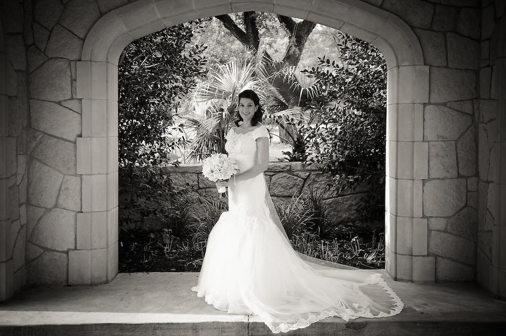 10/9/11 3:56:58 PM -- Zarines Negron and Abelardo Mendez III wedding Sunday, October 9, 2011. Photo©Mark Sobhani Photography