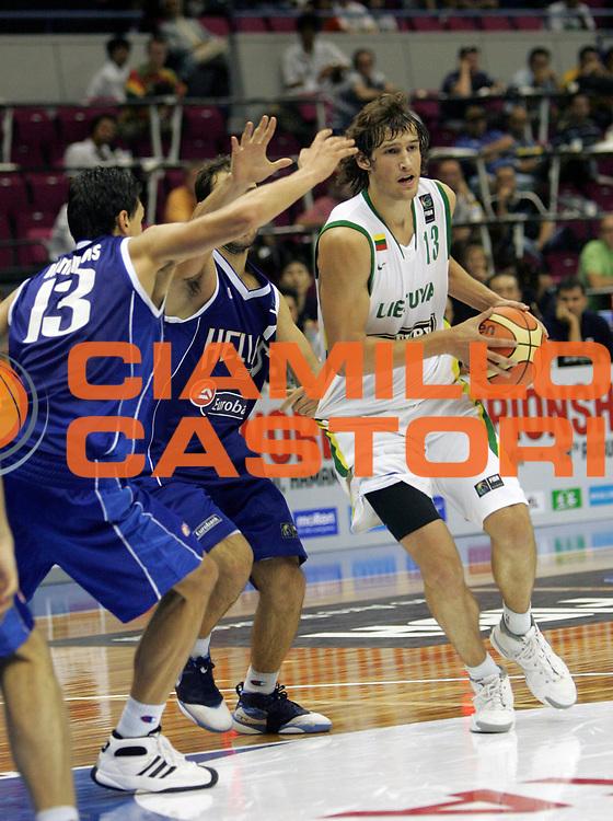 DESCRIZIONE : Hamamatsu Giappone Japan Men World Championship 2006 Campionati Mondiali Lithuania-Greece <br /> GIOCATORE : Jasaitis <br /> SQUADRA : Lithuania Lituania <br /> EVENTO : Hamamatsu Giappone Japan Men World Championship 2006 Campionato Mondiale Lithuania-Greece <br /> GARA : Lithuania Greece Lituania Grecia <br /> DATA : 20/08/2006 <br /> CATEGORIA : Palleggio <br /> SPORT : Pallacanestro <br /> AUTORE : Agenzia Ciamillo-Castoria/M.Kulbis <br /> Galleria : Japan World Championship 2006<br /> Fotonotizia : Hamamatsu Giappone Japan Men World Championship 2006 Campionati Mondiali Lithuania-Greece <br /> Predefinita :