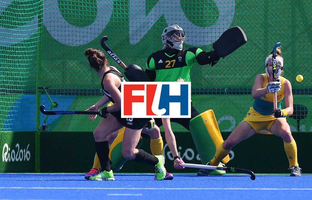 New Zealand's Kelsey Smith (L) scores a goal during the the women's quarterfinal field hockey New Zealand vs Australia match of the Rio 2016 Olympics Games at the Olympic Hockey Centre in Rio de Janeiro on August 15, 2016. / AFP / Carl DE SOUZA        (Photo credit should read CARL DE SOUZA/AFP/Getty Images)