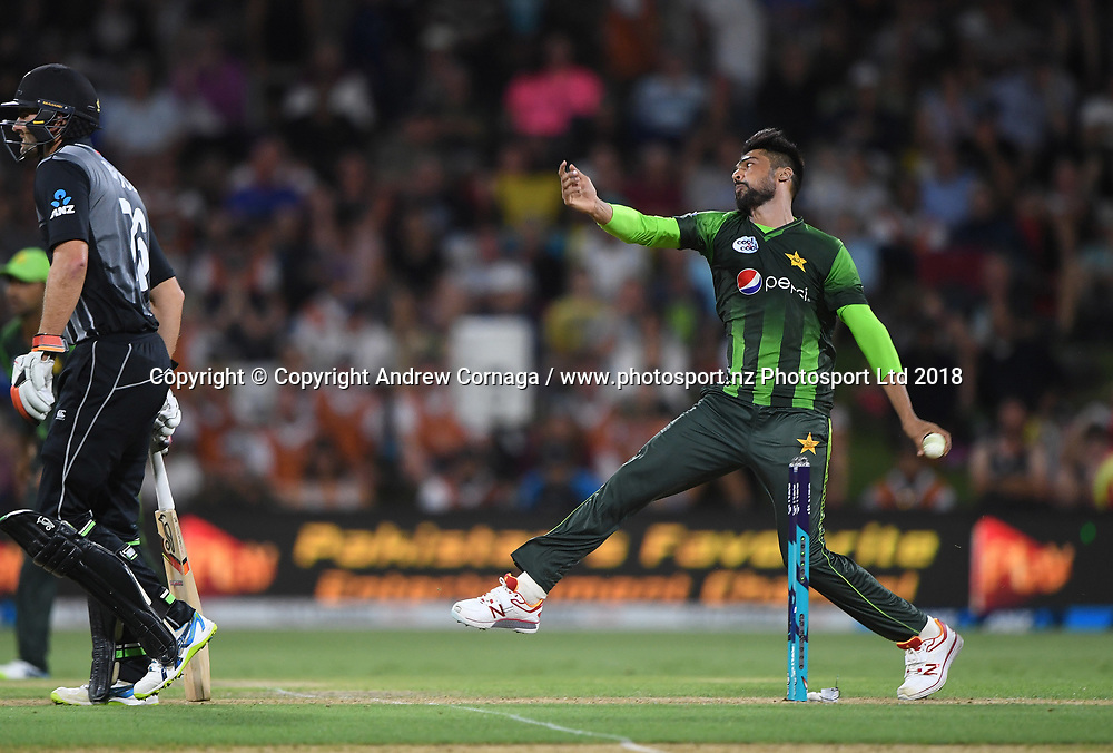 Pakistan's Mohammad Amir bowling.<br /> Pakistan tour of New Zealand. T20 Series. 3rd Twenty20 international cricket match, Bay Oval, Mt Maunganui, New Zealand. Sunday 28 January 2018. &copy; Copyright Photo: Andrew Cornaga / www.Photosport.nz