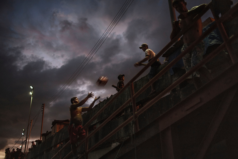 Brazil, Amazonas, rio Negro, Manaus. Quartier du port. <br /> <br /> Dockers.