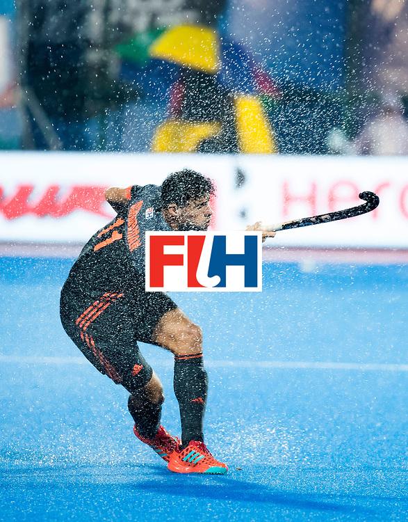 BHUBANESWAR - Glenn Schuurman (Ned) tijdens de Hockey World League Finals , de wedstrijd om de 7e plaats, Engeland-Nederland (0-1).   COPYRIGHT KOEN SUYK