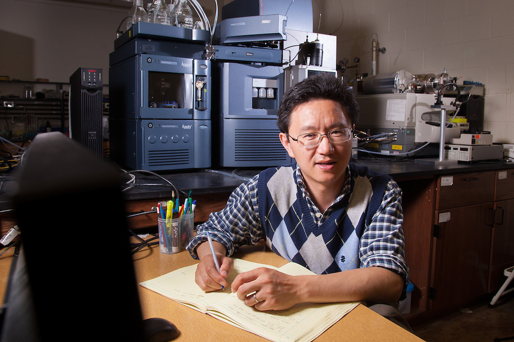 Associate Professor Hao Chen, Chemistry Labs in the College of Arts and Sciences. © Ohio University / Photo by Jonathan Adams