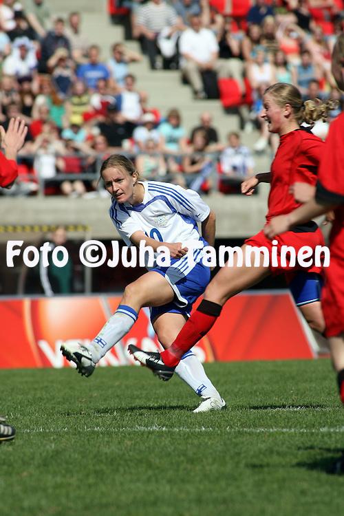 06.05.2006, Ratina, Tampere, Finland..Naisten MM-karsintaottelu Suomi - Belgia / FIFA Women's World Cup Qualifying match, Finland v Belgium..Anna-Kaisa Rantanen - Finland.©Juha Tamminen.....ARK:k