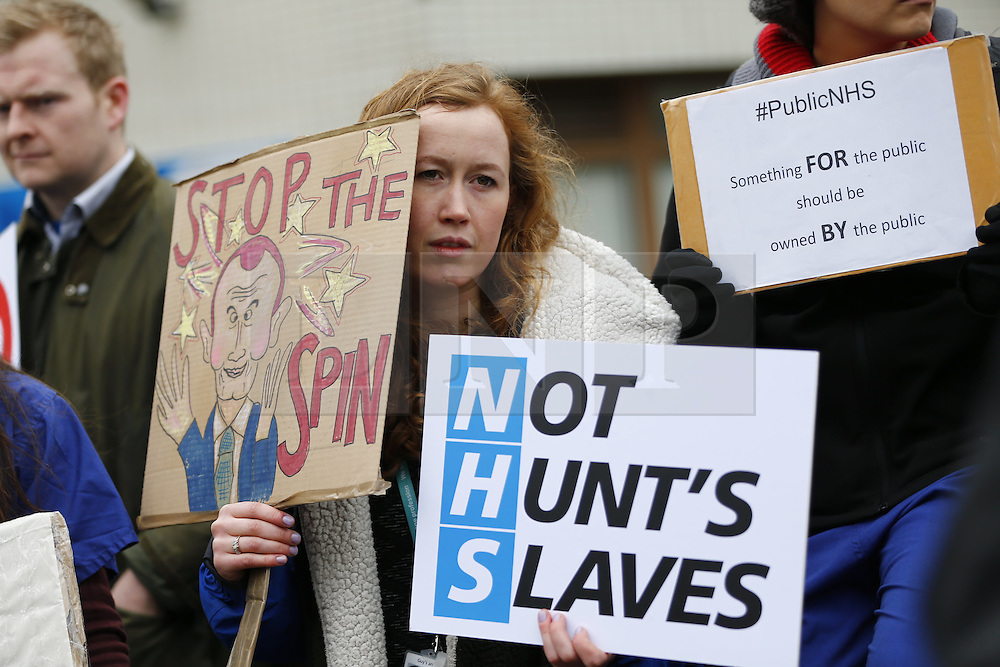 © Licensed to London News Pictures. 09/03/2016. London, UK. Juniors doctors at a picket line outside St Thomas Hospital in London as junior doctors in England start a 48-hours strike in a dispute over pay, working hours and patient safety on Wednesday, 9 March 2016. Photo credit: Tolga Akmen/LNP