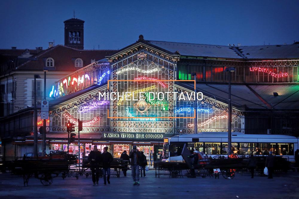 Torino: Antica Tettoia dell'Orologio di Porta Palazzo  in piazza della Repubblica. <br /> <br /> Turin: street market of Porta Palazzo