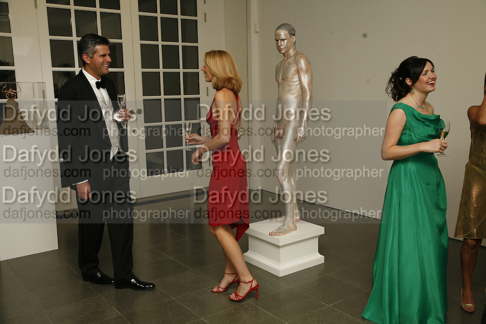 Steven Petrow, Pippa Shimmin and right: Kate Ancketill, 3rd [annual] FORTUNE Global 500 Gala, Serpentine Gallery. 19 September 2006. ONE TIME USE ONLY - DO NOT ARCHIVE  © Copyright Photograph by Dafydd Jones 66 Stockwell Park Rd. London SW9 0DA Tel 020 7733 0108 www.dafjones.com